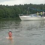 Random image: raz na łodzi, raz obok łodzi...
